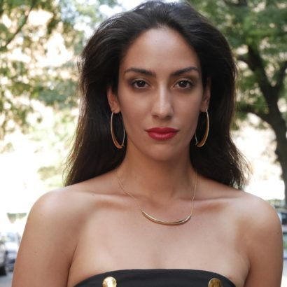 Model wearing KTCollection 14K solid gold Oval Hoops